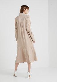 Tibi - KAIA FLARED SHIRT DRESS - Skjortekjole - khaki/white - 2