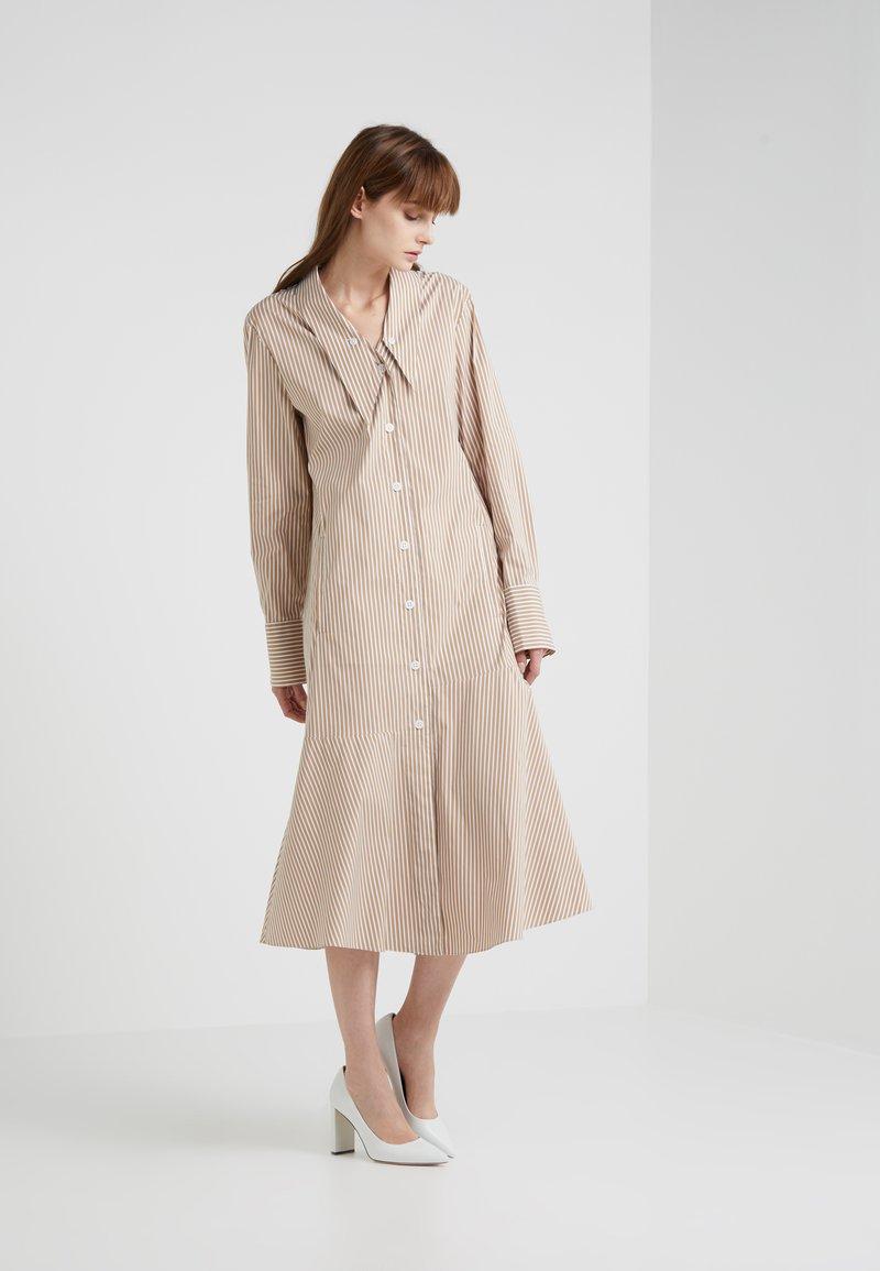 Tibi - KAIA FLARED SHIRT DRESS - Skjortekjole - khaki/white
