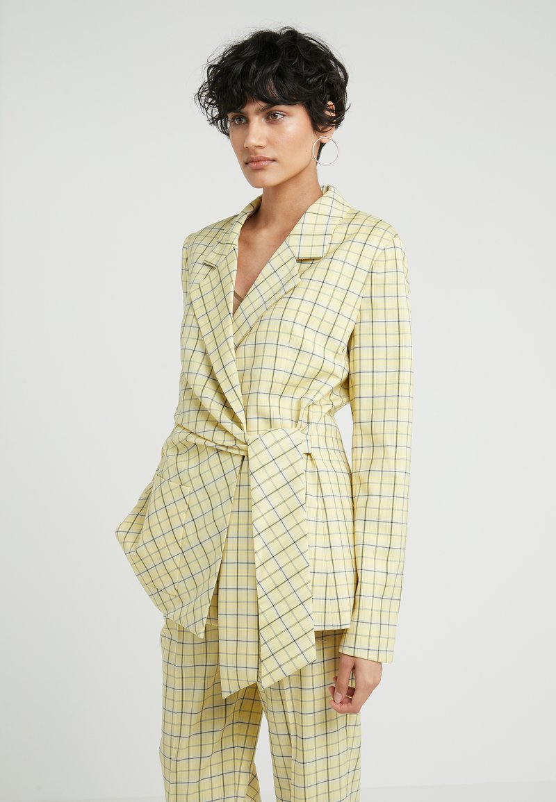 Tibi - MARVEL PLAIT SUITING WRAP JACKET - Blazer - yellow