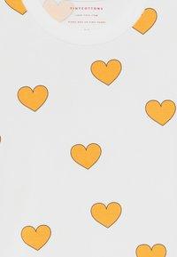 TINYCOTTONS - HEARTS  - Triko spotiskem - off white-yellow - 3