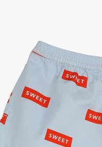 TINYCOTTONS - SWEET - Kraťasy - mild blue/red - 2