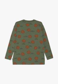 TINYCOTTONS - SHELLS TEE - Bluzka z długim rękawem - green wood/brown - 1