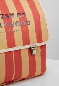 TINYCOTTONS - CITIZEN BACKPACK - Batoh - sand/red - 2