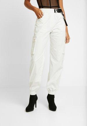 ALIYAH CARGO PANT - Bukse - white