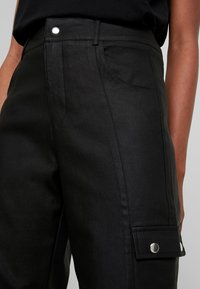 Tiger Mist - JETT CARGO PANT - Trousers - black - 4