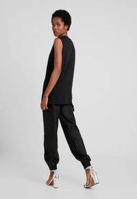 Tiger Mist - JETT CARGO PANT - Trousers - black - 2