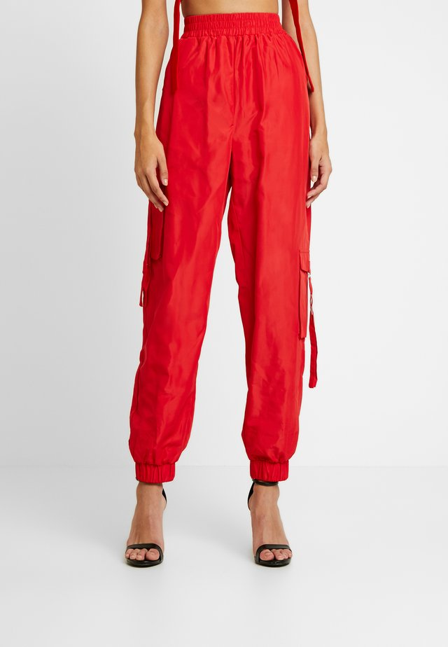 FLOSS PANT - Kangashousut - red