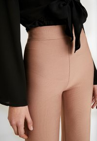Tiger Mist - SYLVIA PANT - Spodnie materiałowe - tan - 4