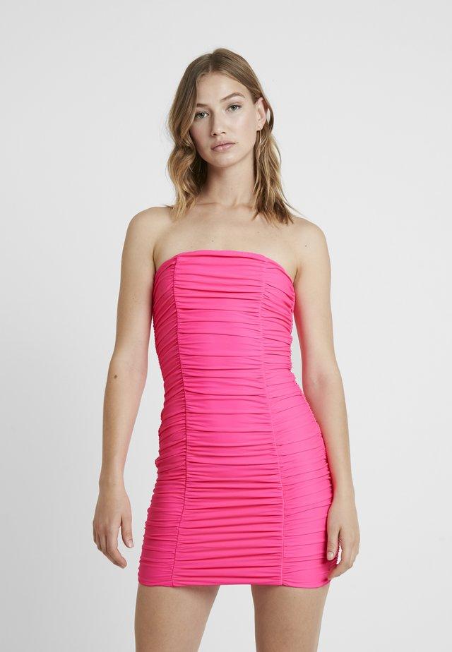SASHA DRESS - Pouzdrové šaty - hot pink