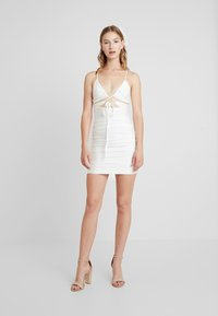 Tiger Mist - LONDYN DRESS - Etui-jurk - white - 1