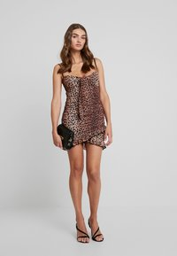 Tiger Mist - MILLIE DRESS - Etui-jurk - brown - 1