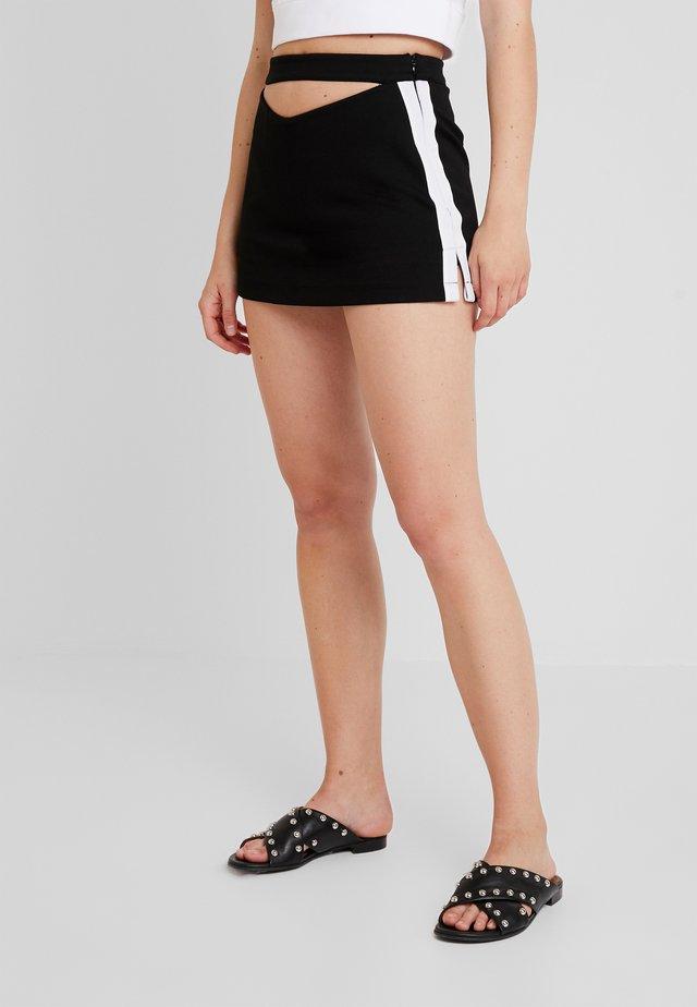 CAMRYN SKORT - Shorts - black
