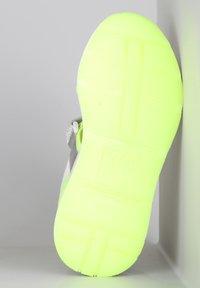 TJ Collection - Platform sandals - neon yellow - 4