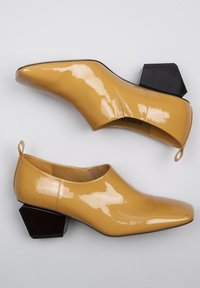 TJ Collection - Classic heels - yellow - 3