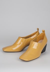 TJ Collection - Classic heels - yellow - 2