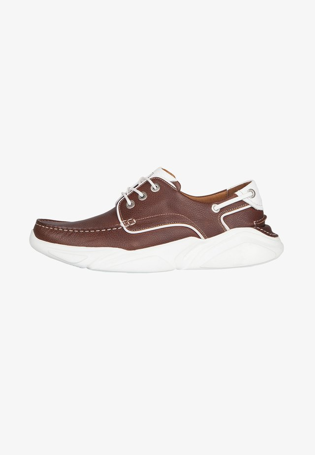 Boat shoes - tan