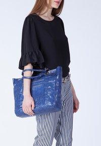 TJ Collection - FLORENCE - Tote bag - royal blue - 3