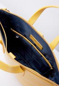TJ Collection - Handbag - yellow - 3