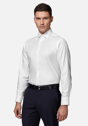 FITTED TWILL - Formal shirt - white