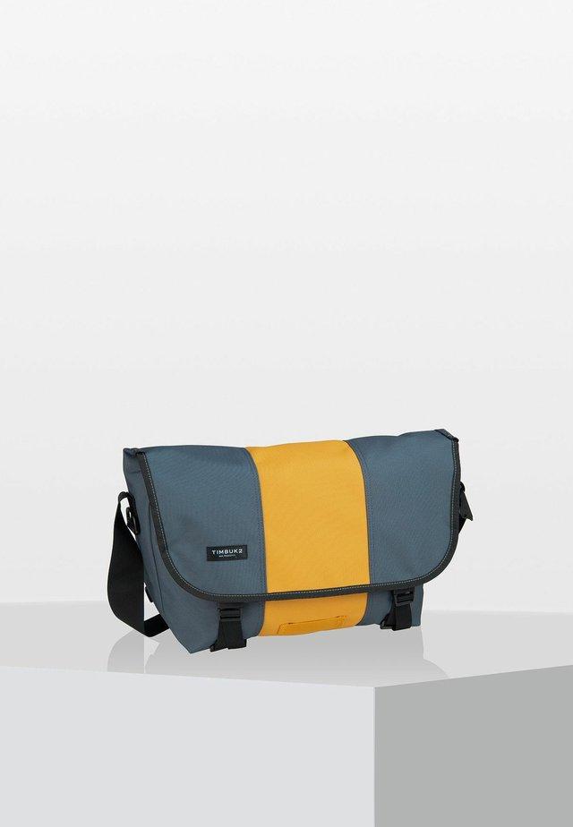 CLASSIC  - Across body bag - light grey