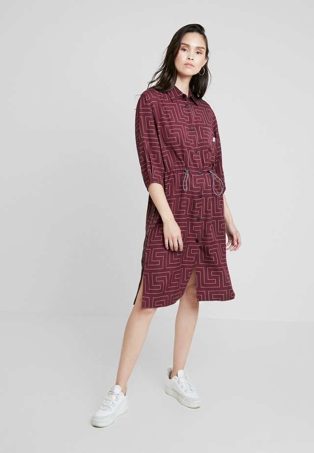 CRATER - Shirt dress - berry