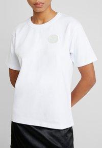Tiger of Sweden Jeans - STERNA - Print T-shirt - white - 6