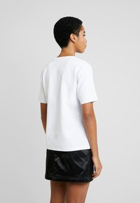 Tiger of Sweden Jeans - STERNA - Print T-shirt - white - 2