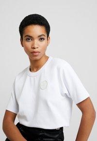 Tiger of Sweden Jeans - STERNA - Print T-shirt - white - 3