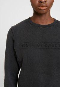Tiger of Sweden Jeans - OBSESSA - Sweatshirt - black - 5