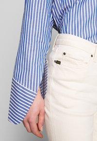 Tiger of Sweden Jeans - AZE - Flared Jeans - ecru denim - 3