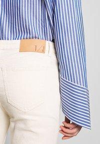 Tiger of Sweden Jeans - AZE - Flared jeans - ecru denim - 5