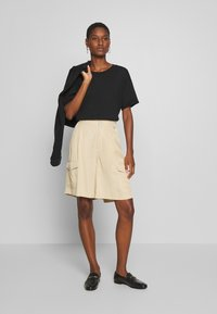 Tiger of Sweden Jeans - AIRAA - Shorts - yellow sand - 1