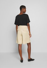 Tiger of Sweden Jeans - AIRAA - Shorts - yellow sand - 2