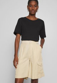 Tiger of Sweden Jeans - AIRAA - Shorts - yellow sand - 3