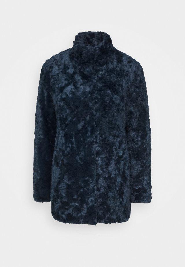 MINIMAL - Krótki płaszcz - royal blue