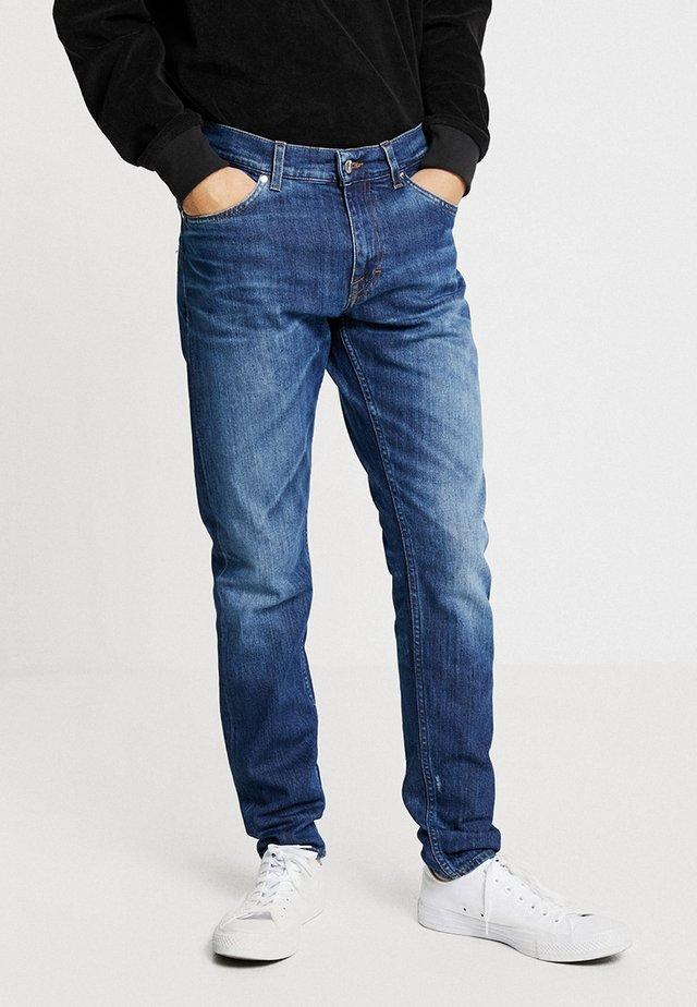 EVOLVE - Jeans straight leg - stray