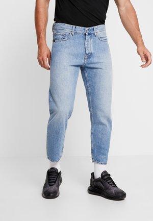JUD - Zúžené džíny - light-blue denim