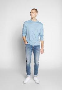 Tiger of Sweden Jeans - EVOLVE - Jeans slim fit - medium blue - 1