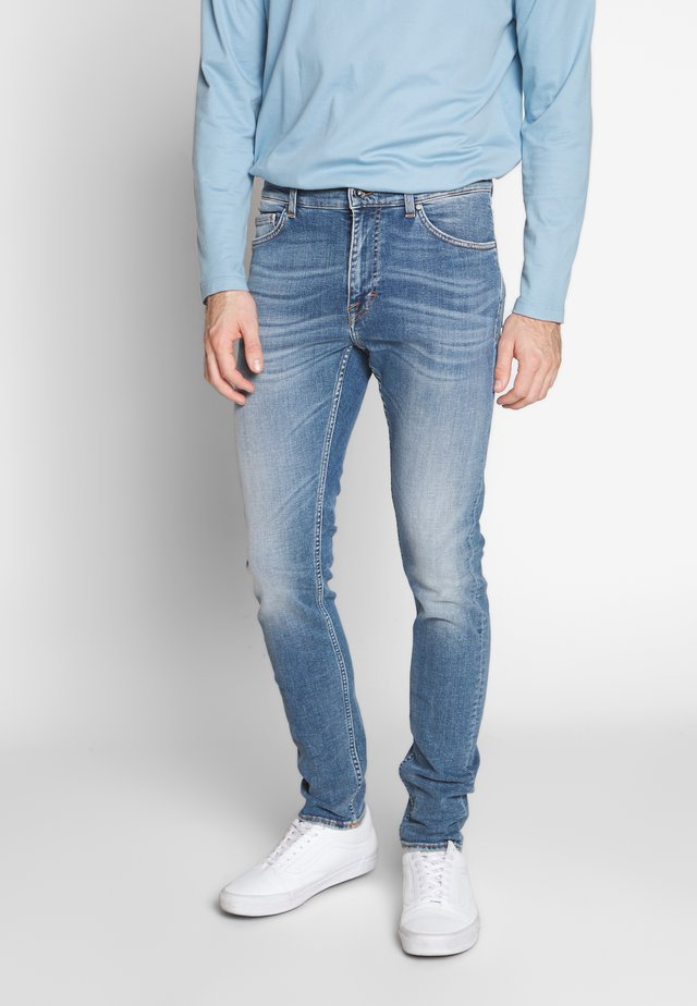 EVOLVE - Slim fit jeans - medium blue