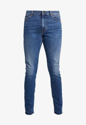 EVOLVE - Slim fit -farkut - medium blue