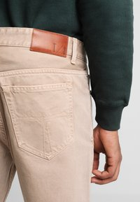 Tiger of Sweden Jeans - NIX - Relaxed fit jeans - sand - 4