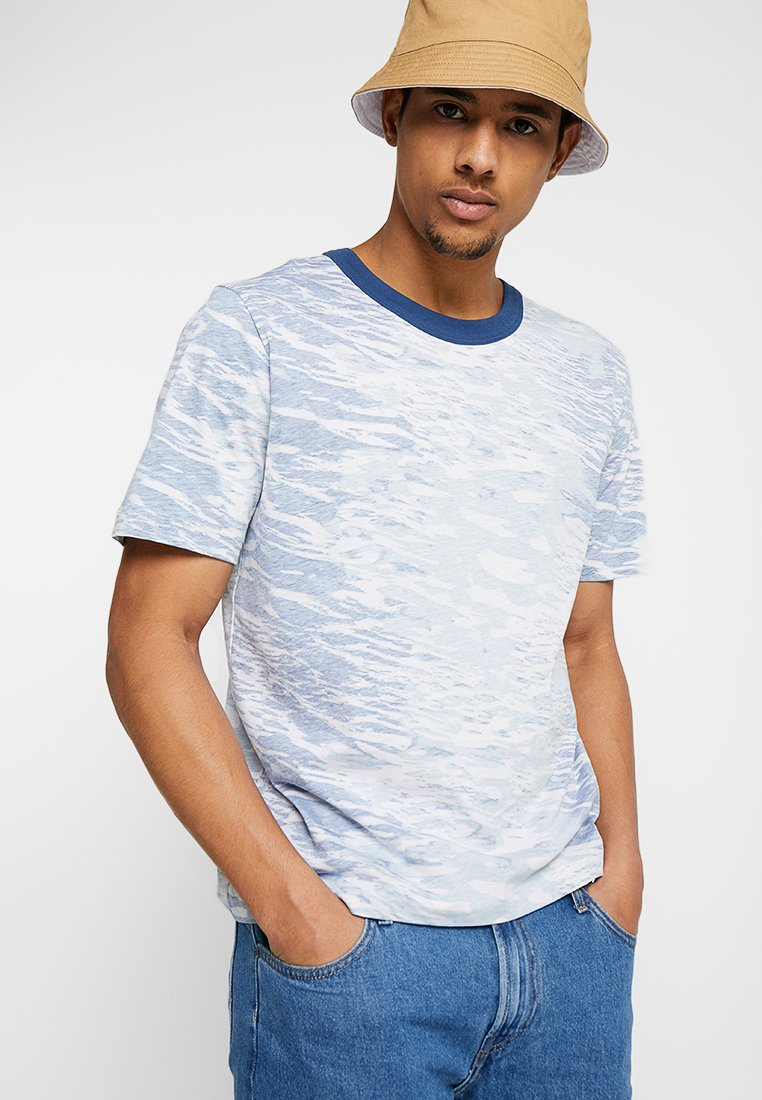 Tiger of Sweden Jeans - FLOOP - T-shirt med print - blue/multi-coloured
