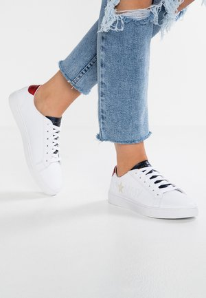 TOMMY STAR METALLIC SNEAKER - Sneakersy niskie - white
