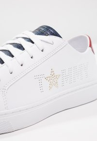Tommy Hilfiger - TOMMY STAR METALLIC SNEAKER - Trainers - white - 6