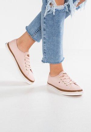 ICONIC KESHA  - Sneakers laag - rose