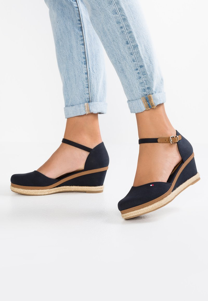 Tommy Hilfiger - ICONIC ELBA BASIC CLOSED TOE - Plateaupumps - dark blue