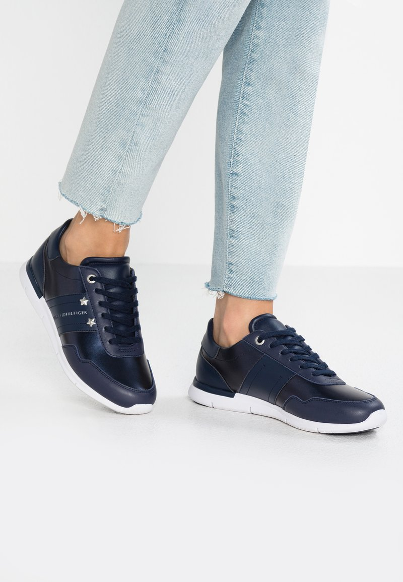 Tommy Hilfiger - ESSENTIAL - Sneaker low - blue