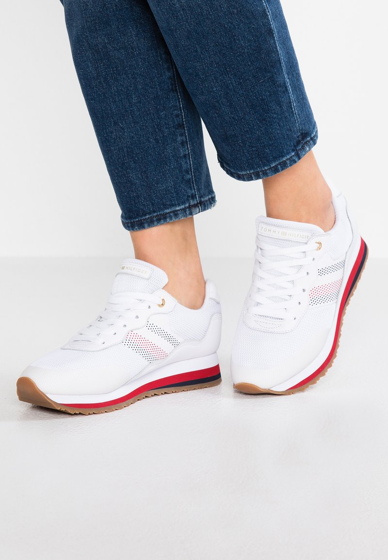 Tommy Hilfiger - CORPORATE RETRO  - Sneaker low - white