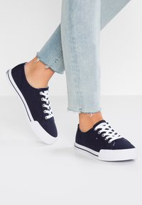 Tommy Hilfiger - ESSENTIAL  - Sneakers - blue - 0