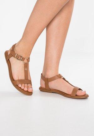ELEVATED FLAT  - Sandaalit nilkkaremmillä - brown